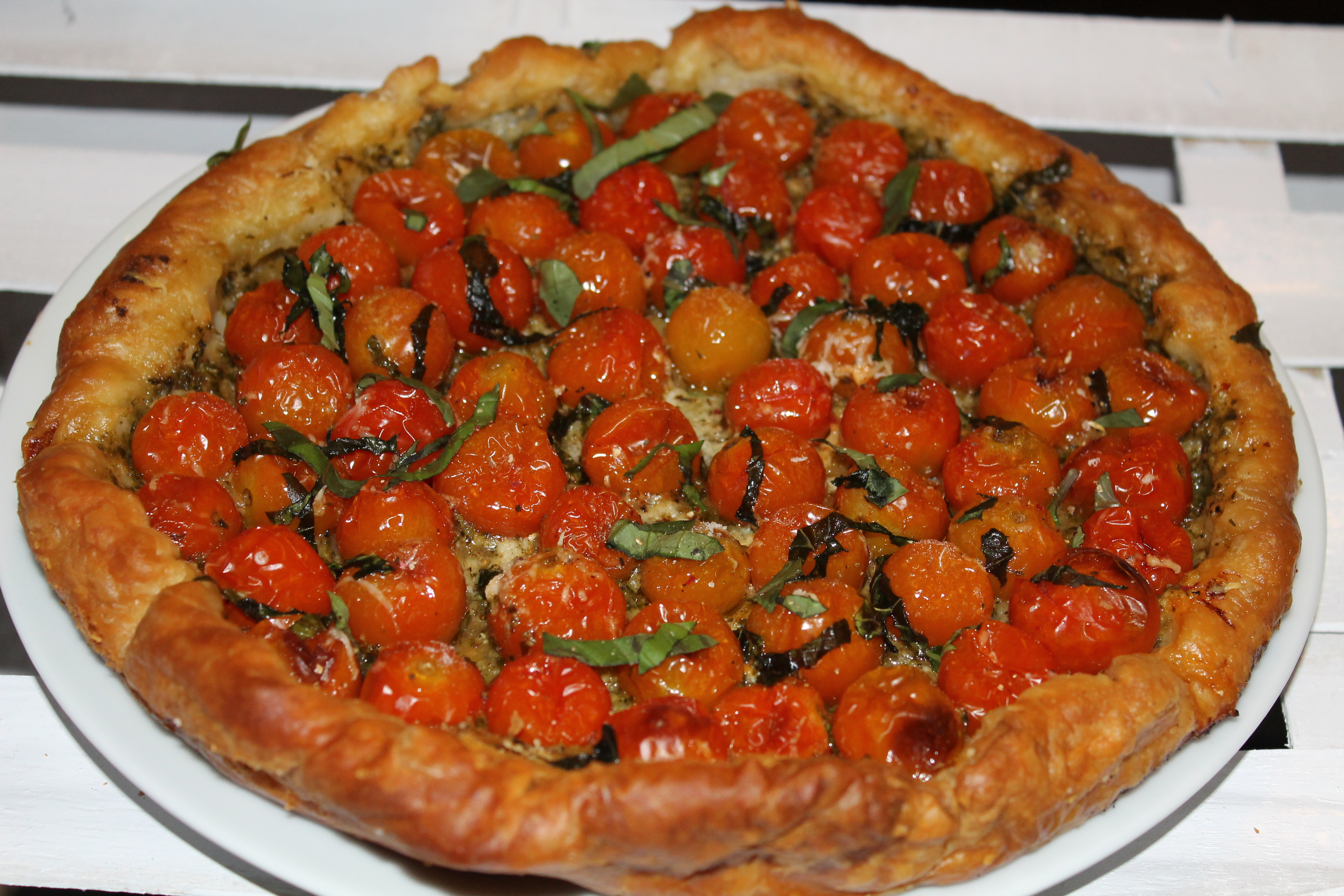 Tarte sal e tomates cerises sur lit de pesto my go t - Idee recette tarte salee ...
